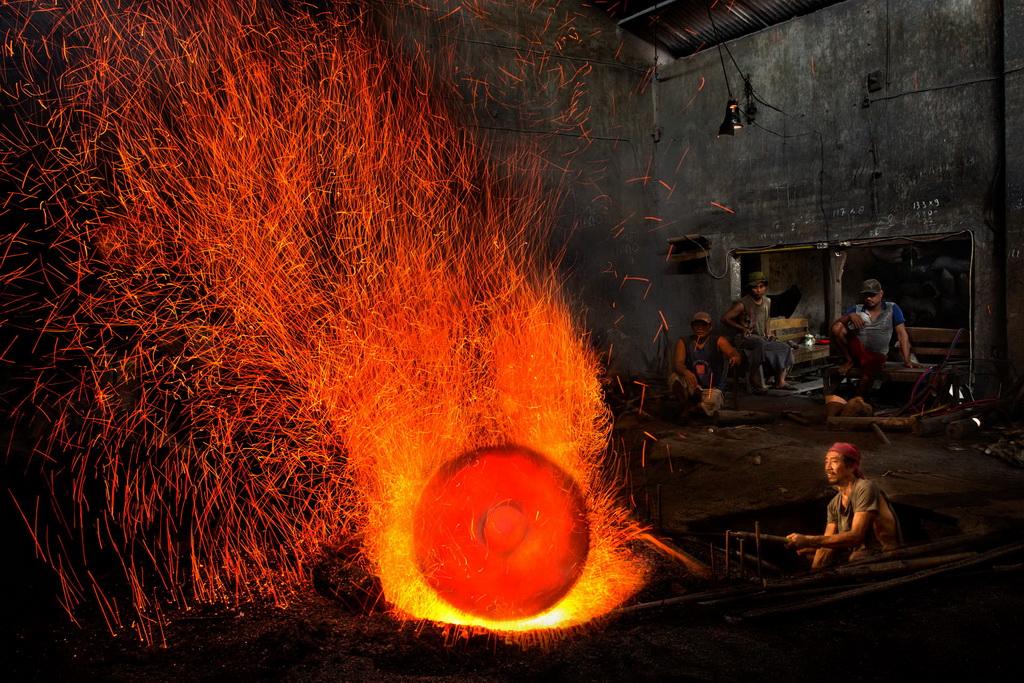 深圳杯优秀  作者:Handi Laksono 国家:Indonesia 标题:The Gong Maker