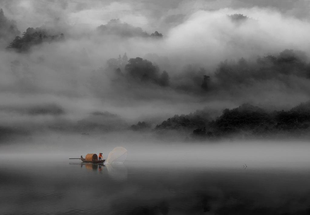 深圳杯银牌 作者:Haibo Chi 国家:China 标题:Fog cage fishing boa