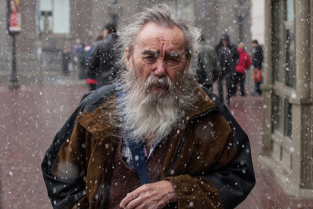 EFA丝带 作者:Alexey Loshchilov 国家:Russia 标题:Passerby