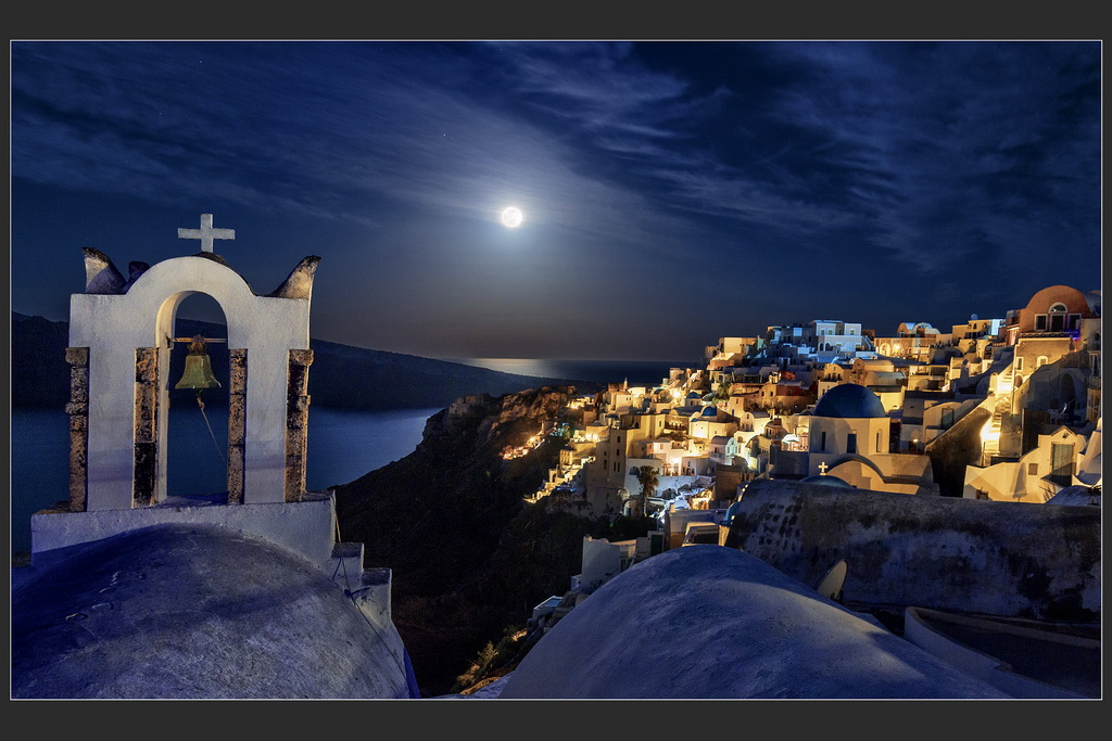 EFA丝带  作者:aleksey meschankin 国家:Russia 标题:Night on Santorini's island.
