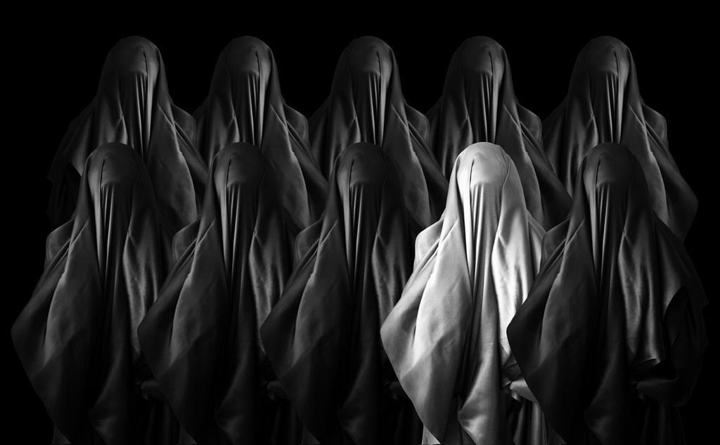 EFA铜牌 作者:Esraa Al Hinai 国家:Oman 标题:Invocation