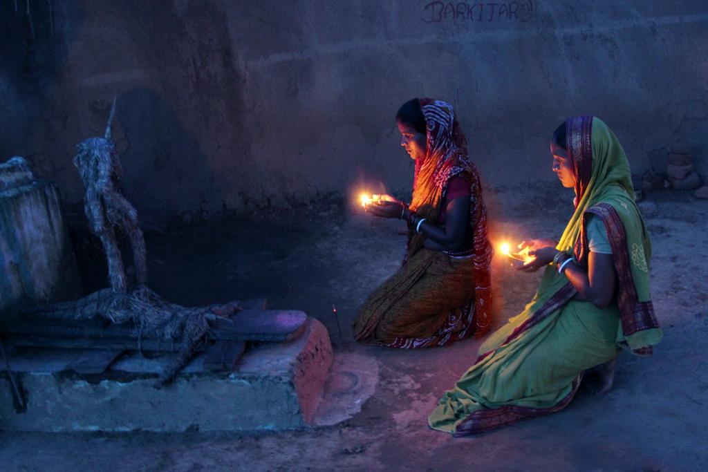 FIAP丝带  作者:Barun Rajgaria 国家:India 标题:moonlight prayer